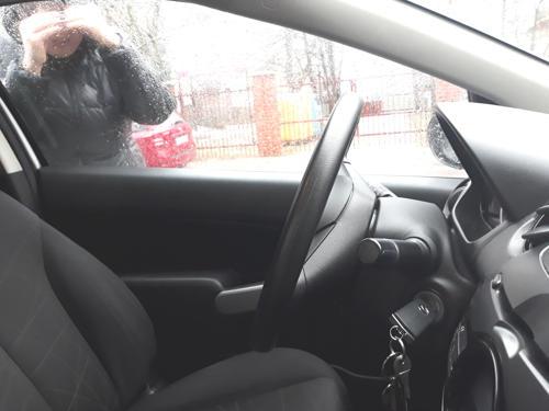 Zatrzaśnięte kluczyki w samochodzie